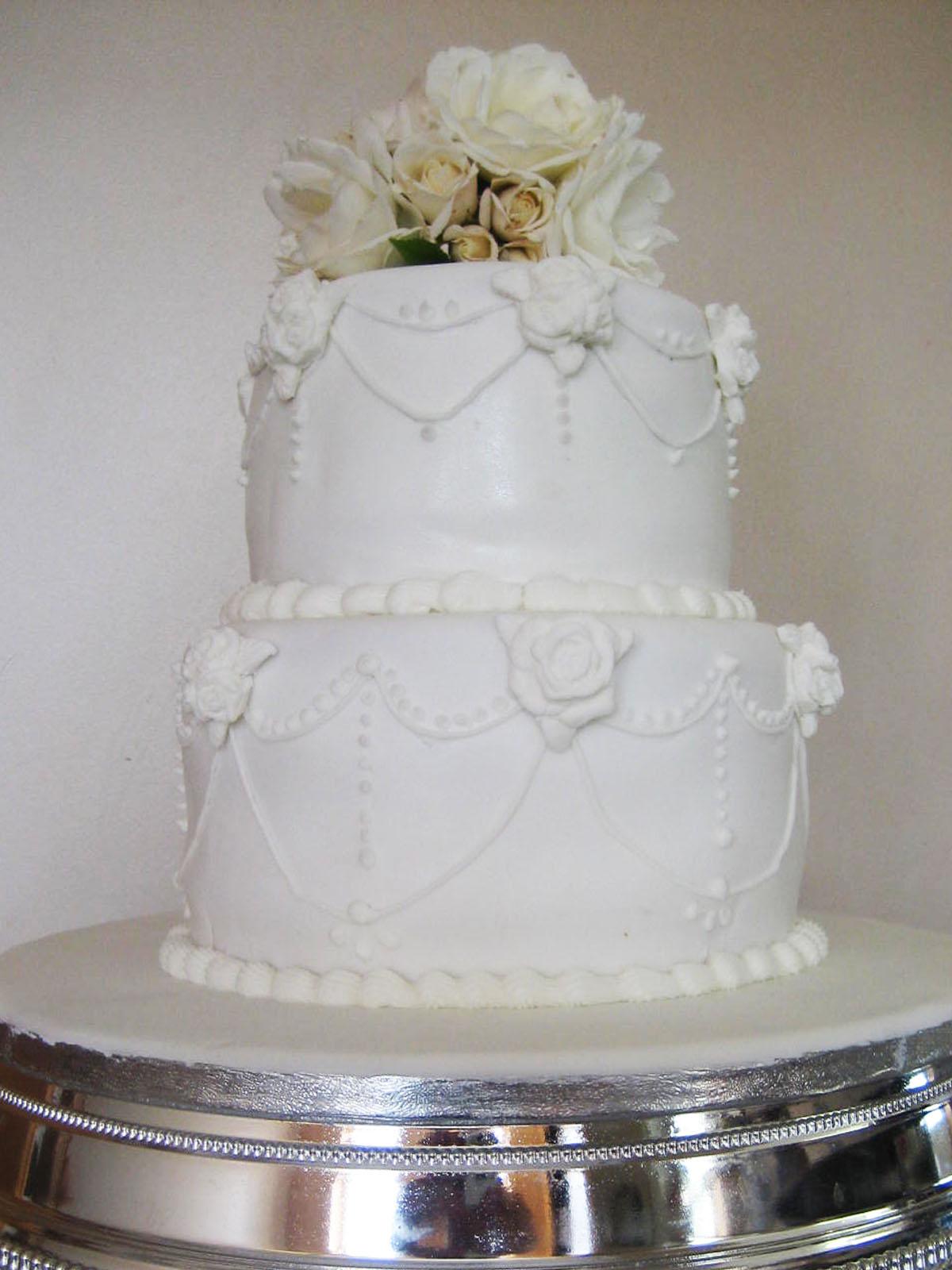 du coup un petit wedding cake tout mimi et aussi classe quun gros ...