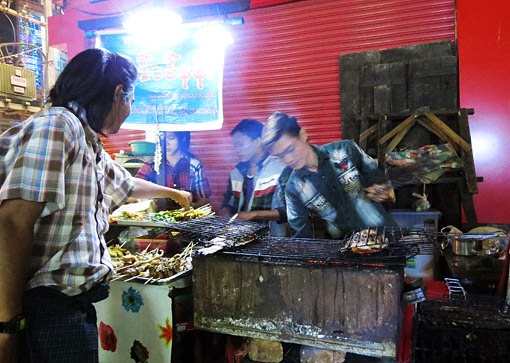 Yangon street food in Chinatown