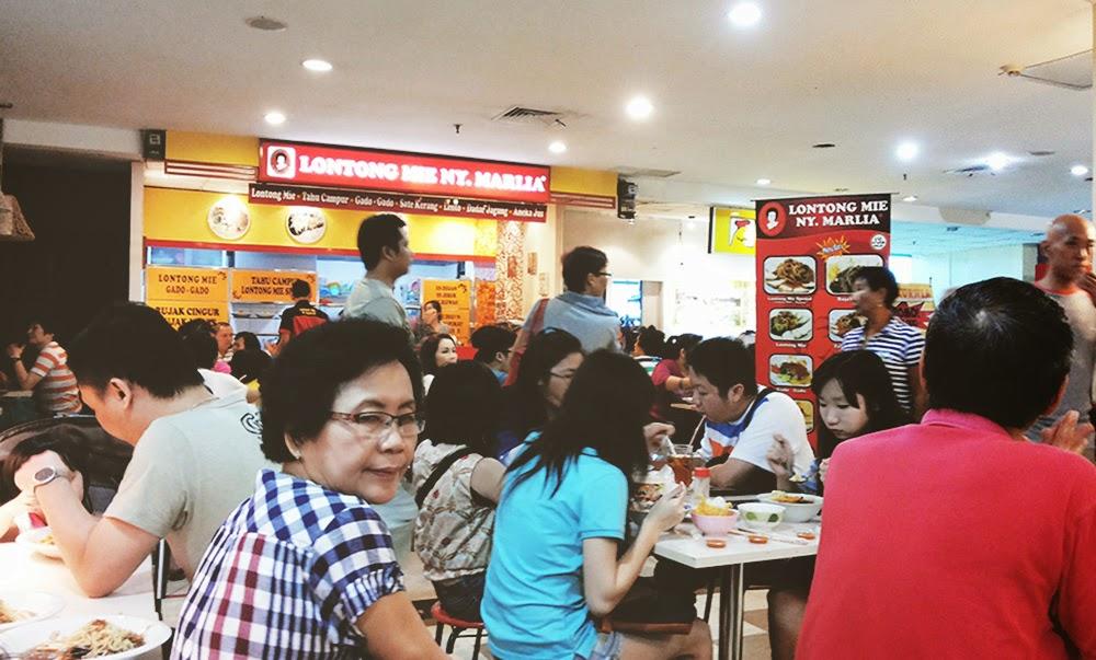 Ketika pulang kampung ke Surabaya kami tidak lupa meluangkan waktu untuk mampir ke Pasar Atom  Tempat Nongkrong Paling Hits Pasar Atom Surabaya