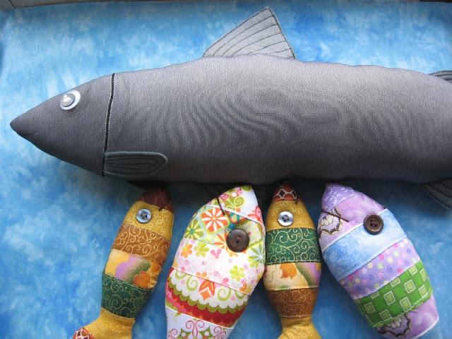 Как сшить подушку-рыбу 81