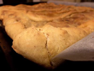 Empanada de bacalao con pasas (de masa madre)