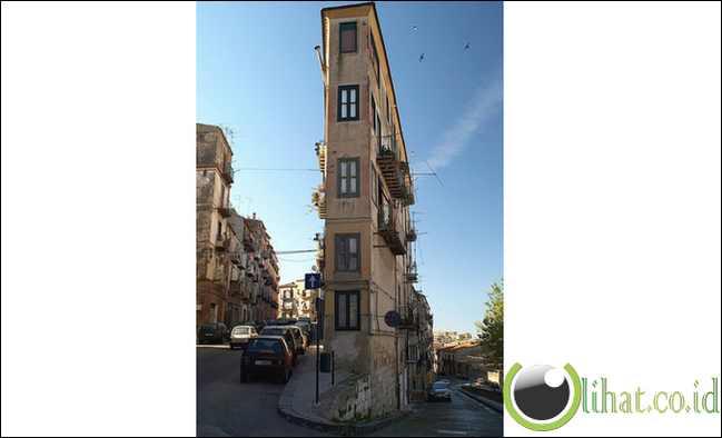 Gedung Partement Tipis, Italia