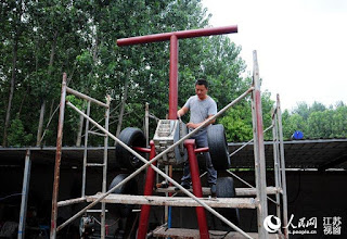 A-Welder-Dedicates-Whole-Year-to-Making-Astonishingly-Giant-Transformer-for-His-Son-5