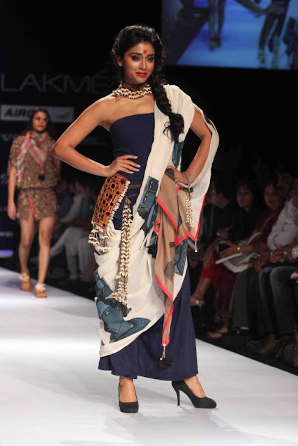 Shriya Saran Sizzling walk on the LFW summer Resort 2013 ramp