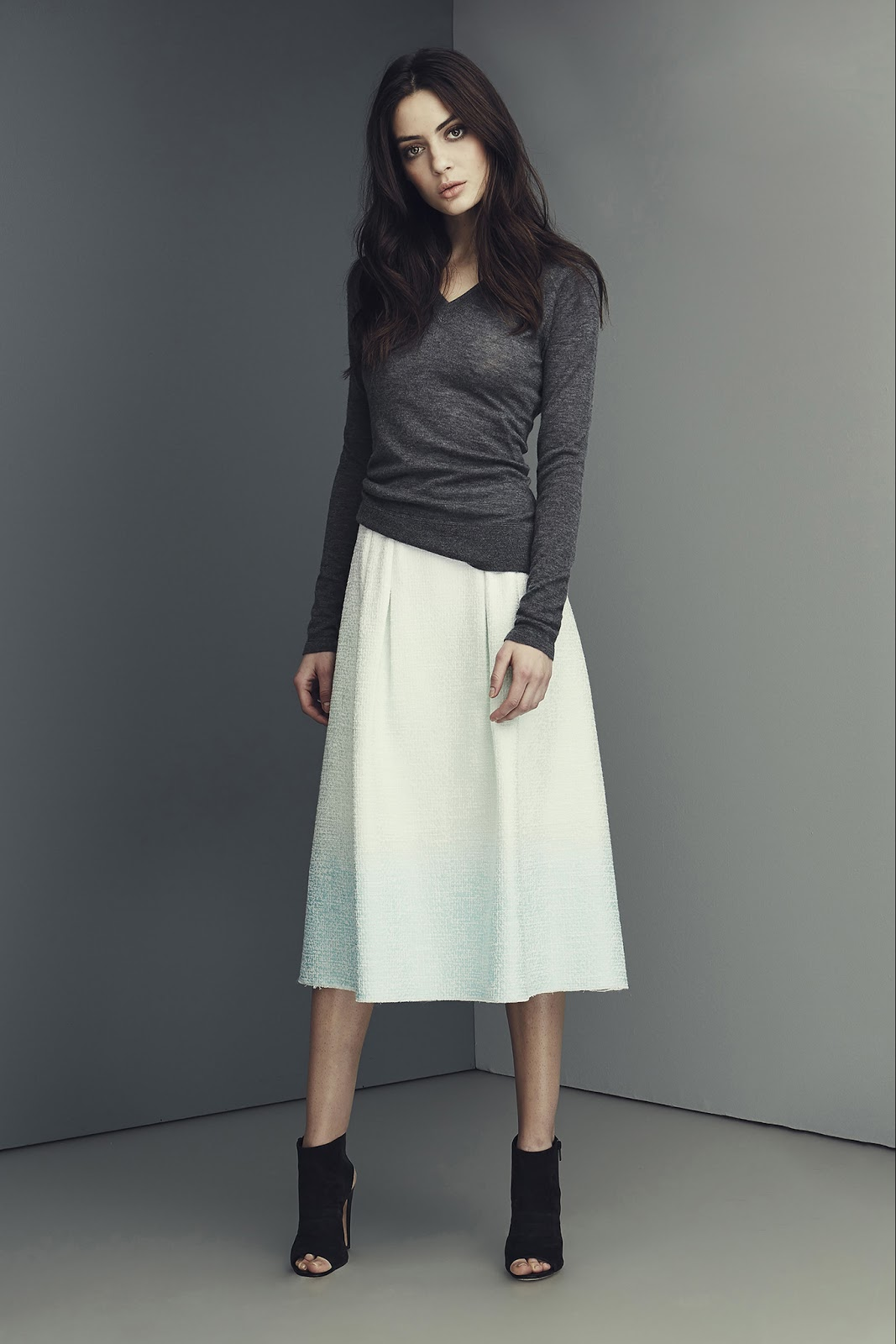 transitional style inspiration from the catwalk / how to wear midi skirt in autumn / Elie Tahari / via fashionedbylove.co.uk / british fashion & style blog