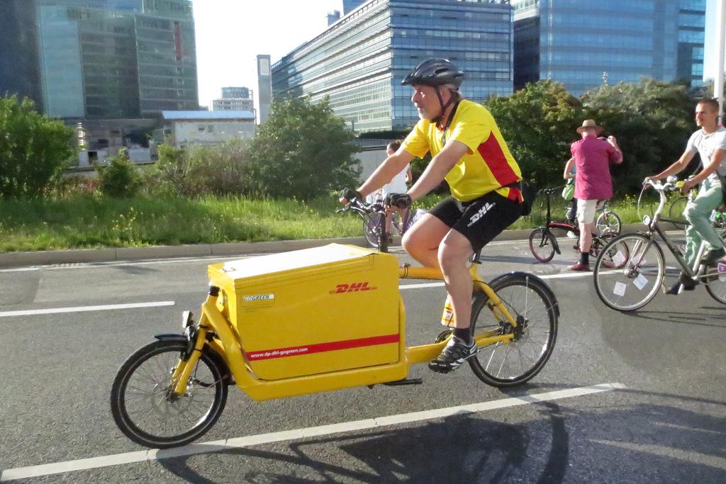W niektórych miastach firmy kurierskie korzystają z takich rowerów