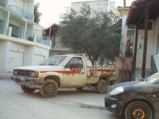 Παρκαρισμένα σε εισόδους σπιτιών