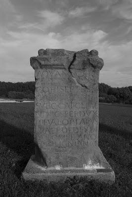 eine römische Steintafel mit einer Inschrift