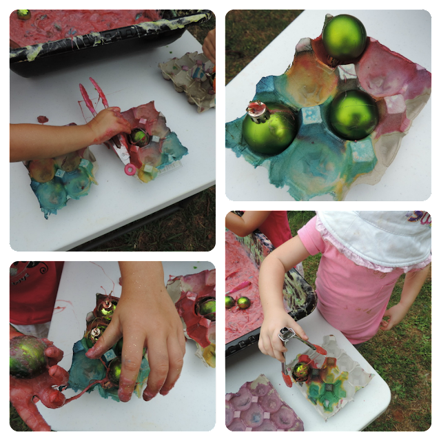 Fine motor and sensory fun with Chrsitmas slime and baubles - an easy activity to set up for babies, toddlers and preschoolers! Via Mummy Musings and Mayhem