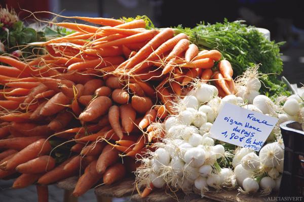 aliciasivert, alicia sivertsson, Le Nebourg, market day, vegetables, carrots, onions, marknad, grönsaker, frukt, lökar, morötter, morot, lök