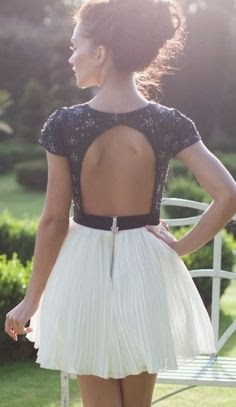 Adorable white mini skirt