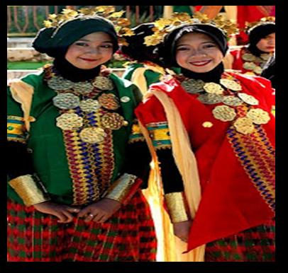 Gambar 1: Pakaian tradisional lelaki dan perempuan masyarakat Bugis