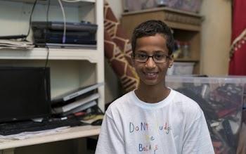 Στο Κατάρ βρίσκεται ο έφηβος που συνελήφθη επειδή έφτιαξε ένα ρολόι