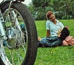 Propaganda da Yamaha RD 50 - primeira moto brasileira apresentada em 1974
