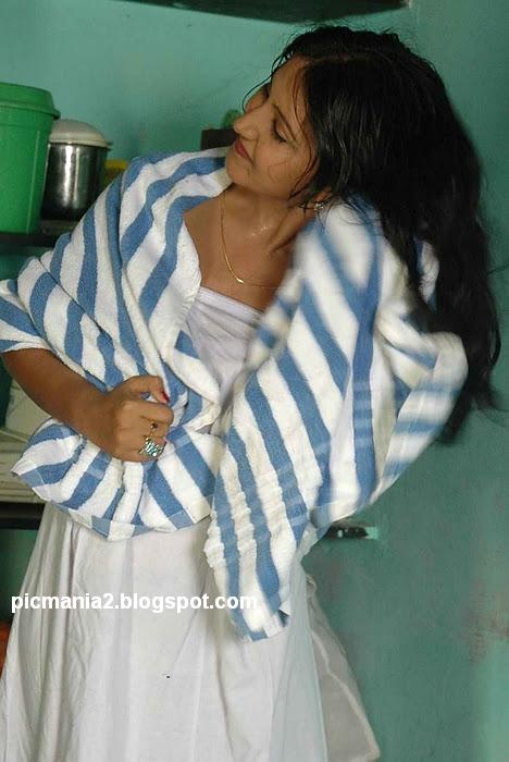 Shanthi Archana wearing in towel