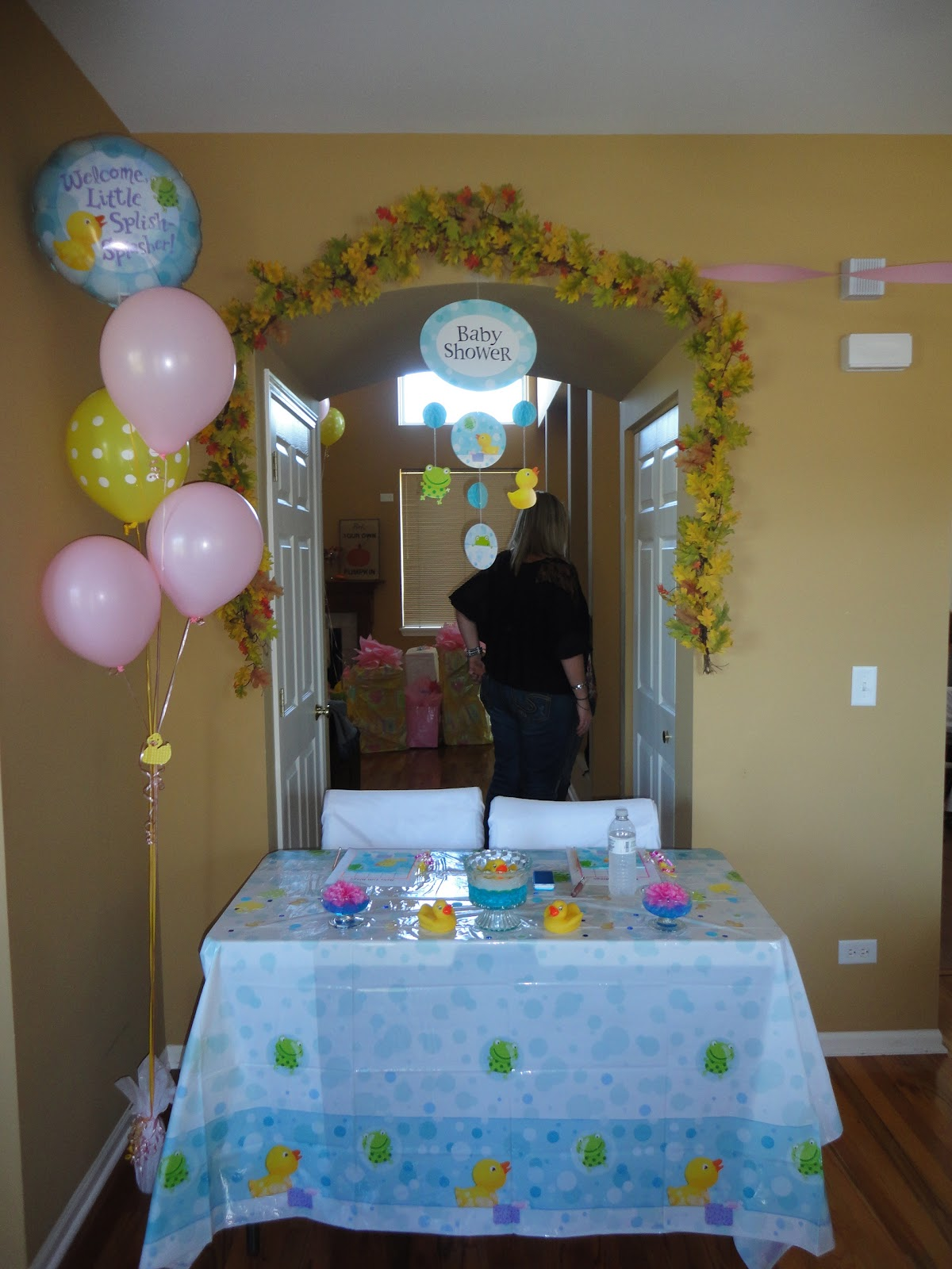 here are more ducks balloons and pink carnations it 39 s a girl and