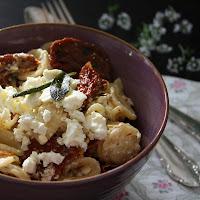 http://stilettosandsprouts.de/lange-pasta-mit-haehnchenbrustfilet-und-cremiger-limettensauce/