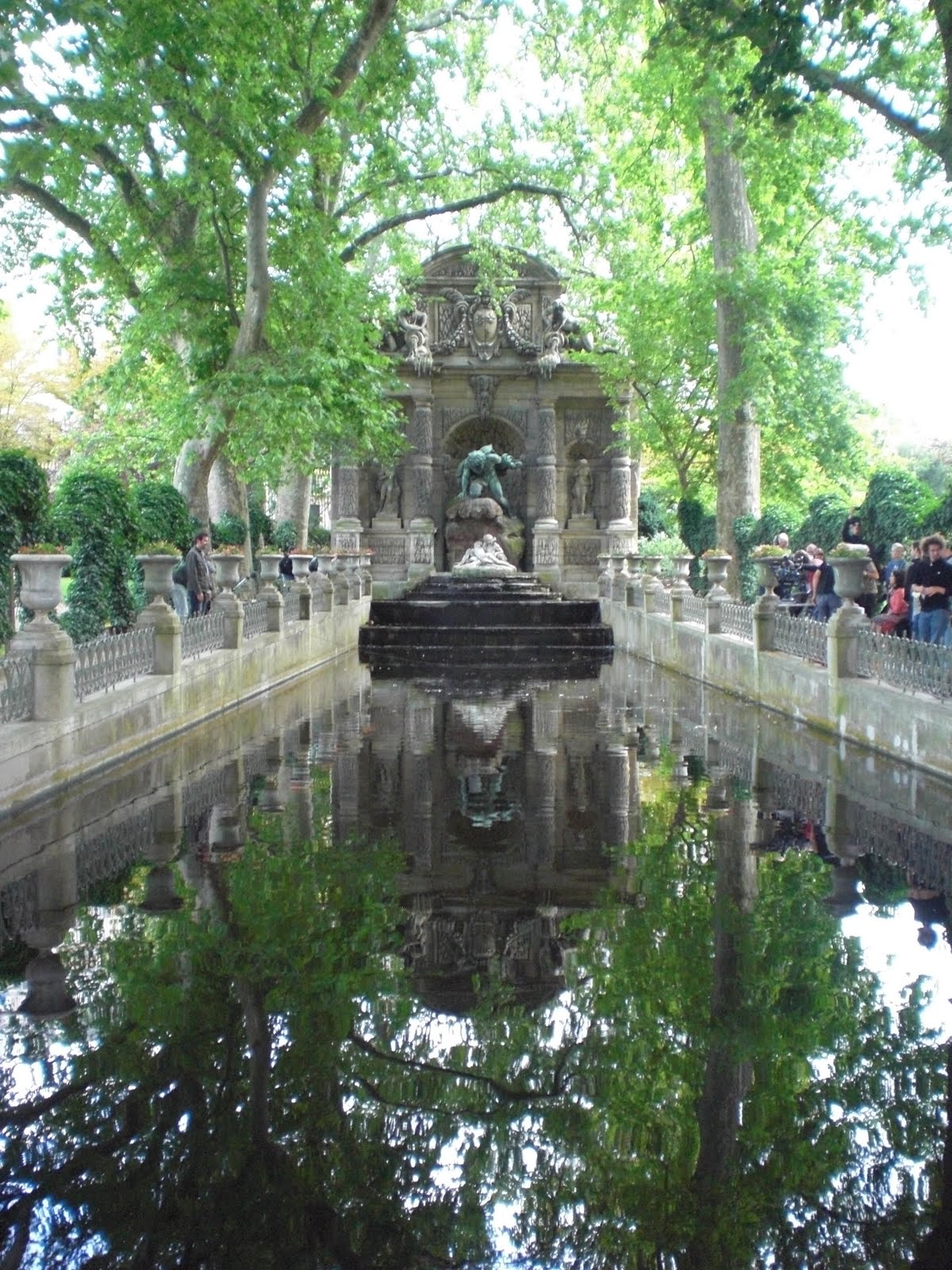 pere la chaise cemetery luxembourg palace. Black Bedroom Furniture Sets. Home Design Ideas