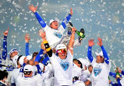 Samsung Lions celebrando su tercer campeonato consecutivo en 2013