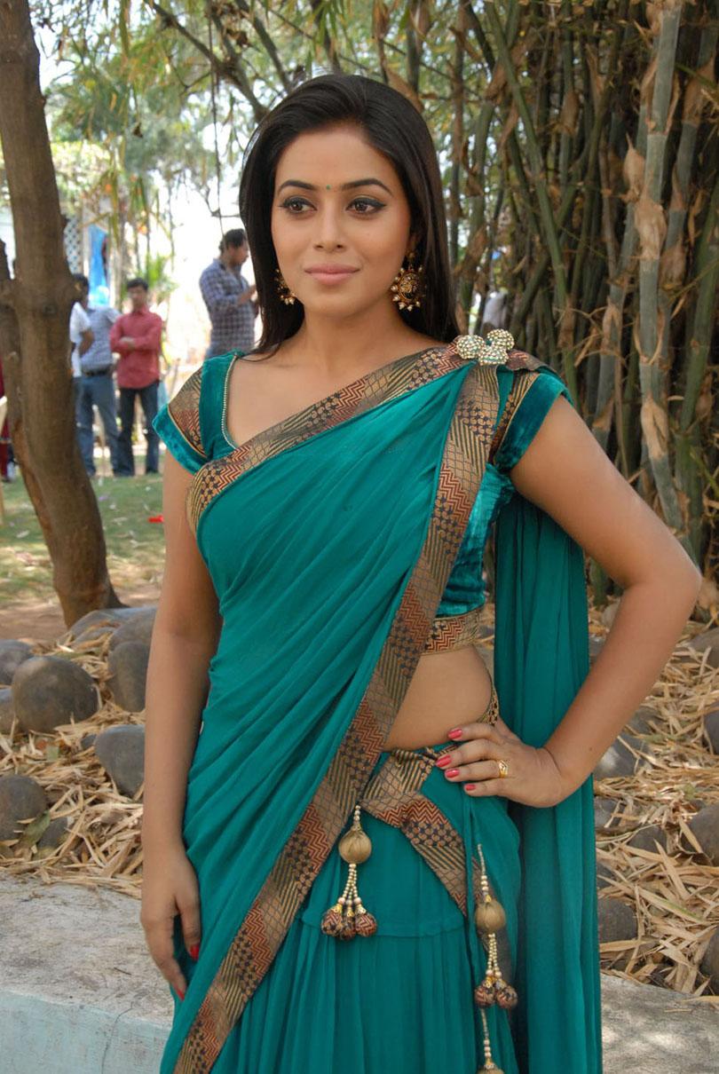 exotic Poorna latest hot pics in saree