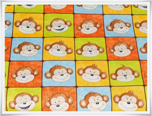 Underbat söta apor på färgglatt tyg