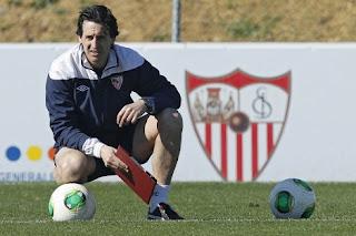 Emery, entrenador del Sevilla C.F., en la cuerda floja por los malos resultados.