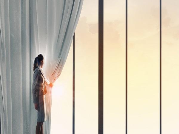 es el mejor tejido que aplicar en todo tipo de cortinas para no dejar pasar los rayos y el calor el tejido screen protege ventanas de casas y