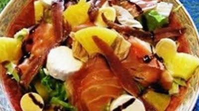Acılı Somon Salatası