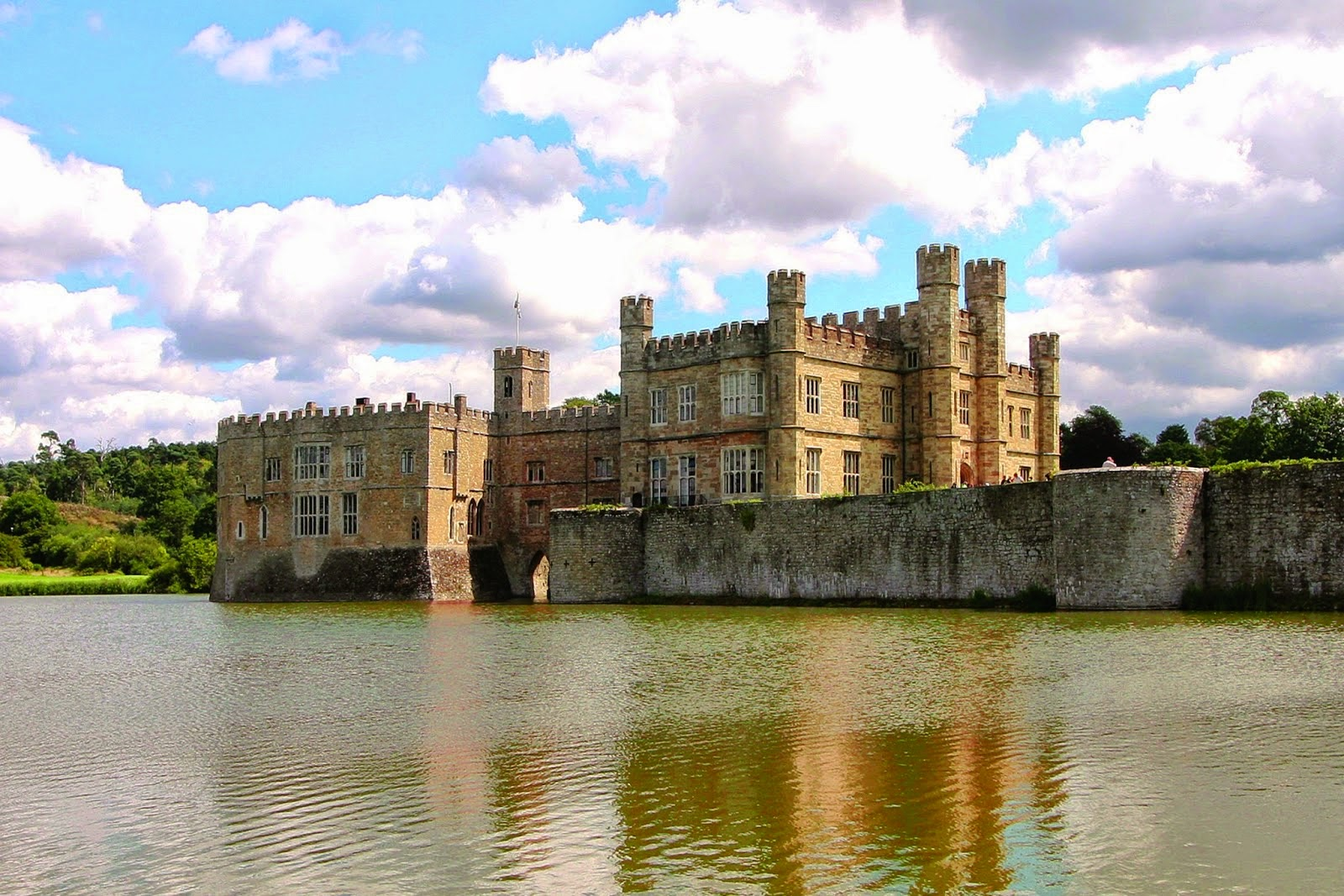 treasure houses of england what s on in may at leeds castle. Black Bedroom Furniture Sets. Home Design Ideas