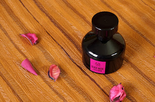 The Body Shop Black Musk, TBS, the body shop , Pakistan, vanilla, black musk, black vanilla, dark fragrance, sultry fragrance, Winter fragrance, woody notes, sexy scent, beauty blog, best beauty blog, sweet fragrance,
