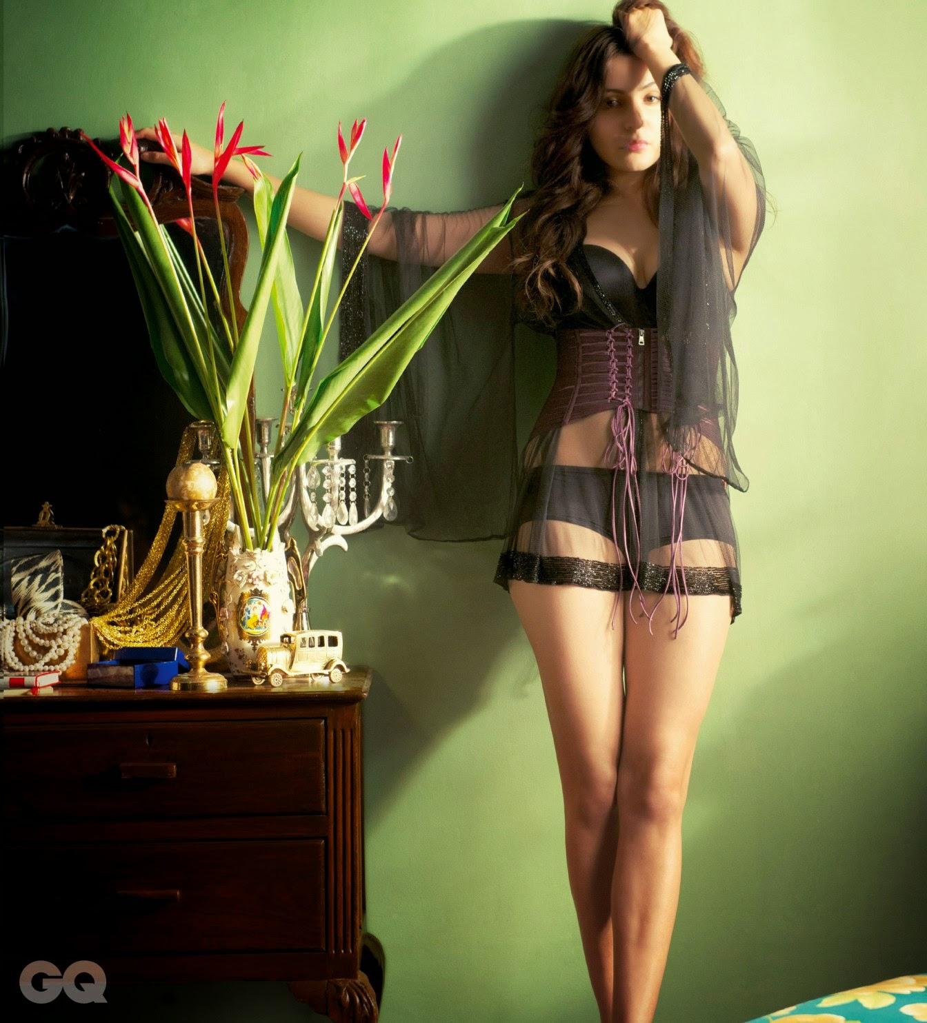 Anushka Sharma Looking Smoking Hot in Sexy Lingerie