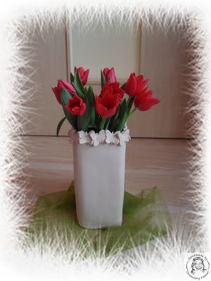 Czerwone tulipany w ... lutym