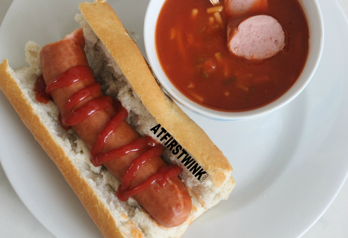 stokbrood met rookworst en tomatensoep | french bread with sausage and tomato soup