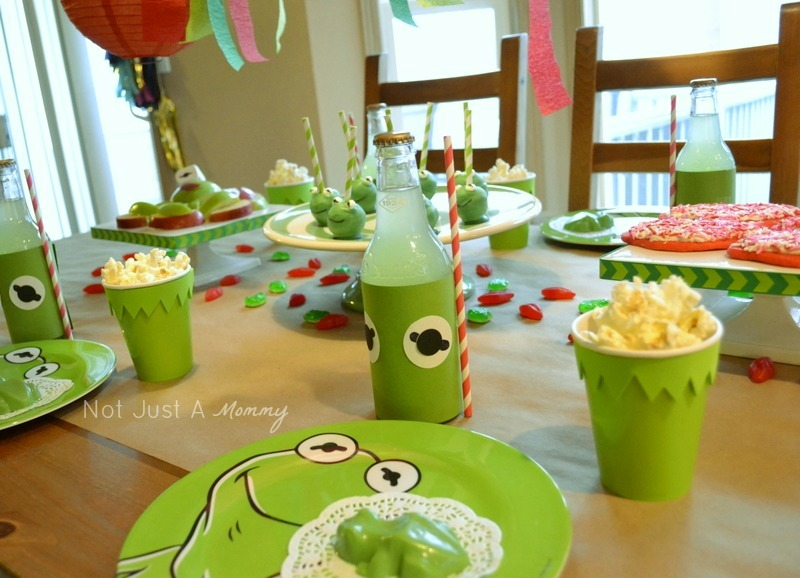 Kiss Me I'm Green Kermit The Frog Valentine's Day/St. Patrick's Day party candy frogs