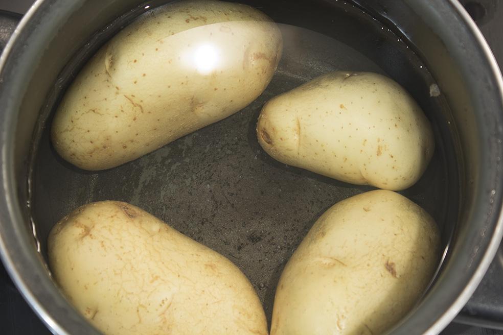 Cocina mesa y mantel ensaladilla rusa - Cuanto tarda en cocer una patata ...