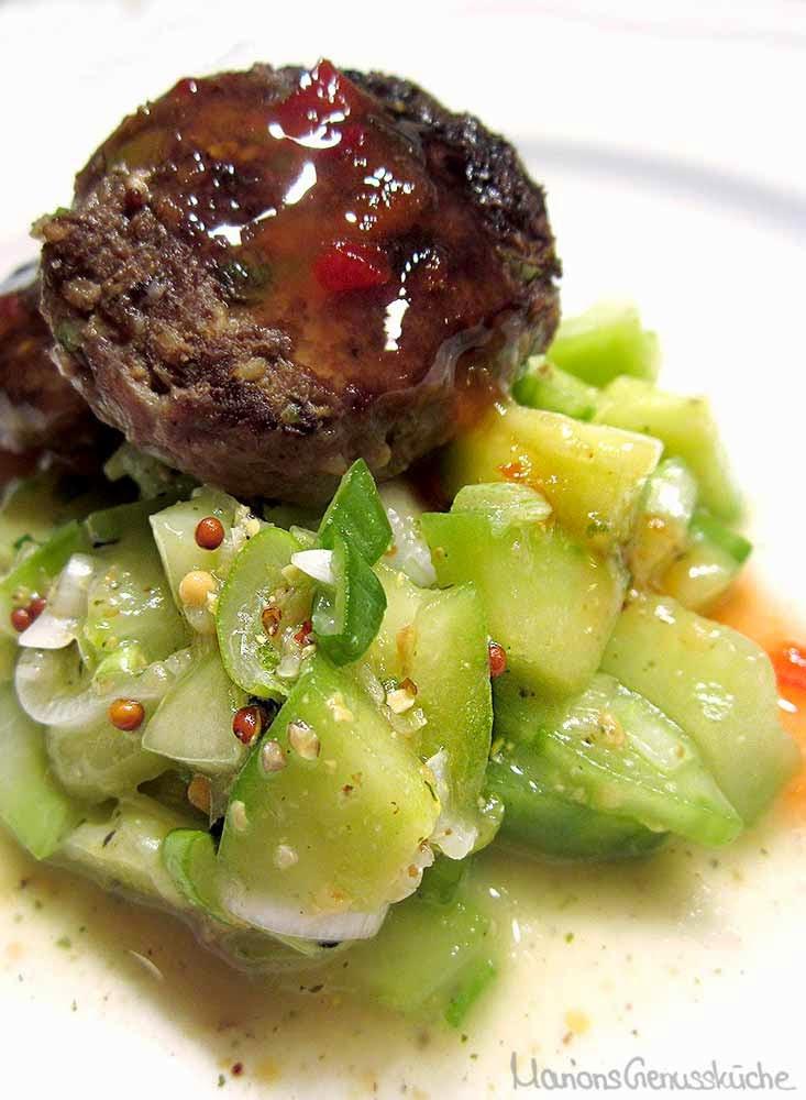 Fleischpflanzerl mit Gurkensalat asia