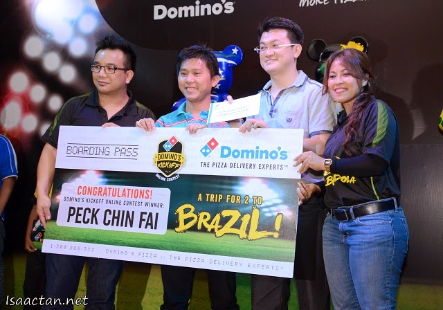 Grand prize winner of Domino's Kickoff Online Contest, Mr Peck Chin Fai,