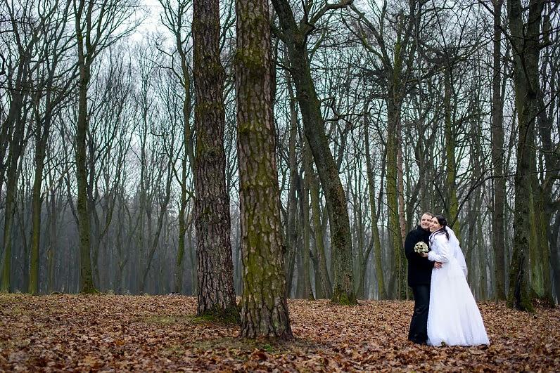 vestuvių fotosesija miške žiemą