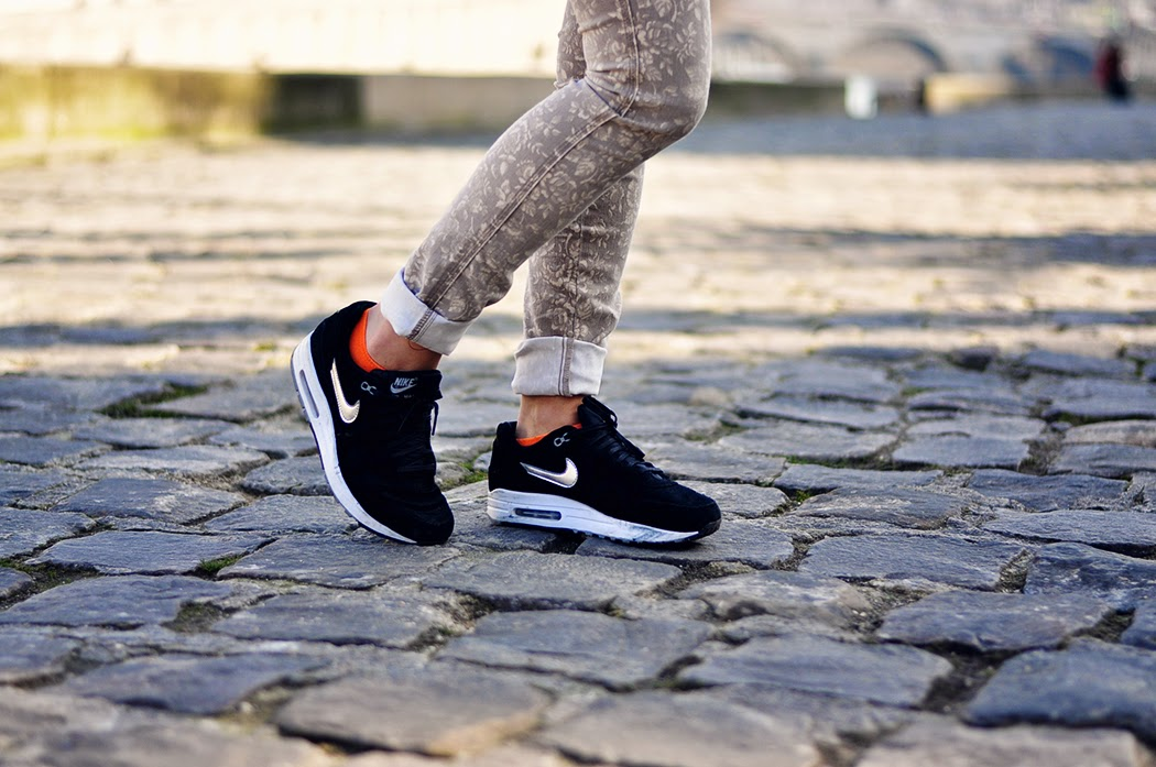 Nus Des Sneakers Dans Jolies 2Frenchtouch2 FillesPieds tQrdhxCs
