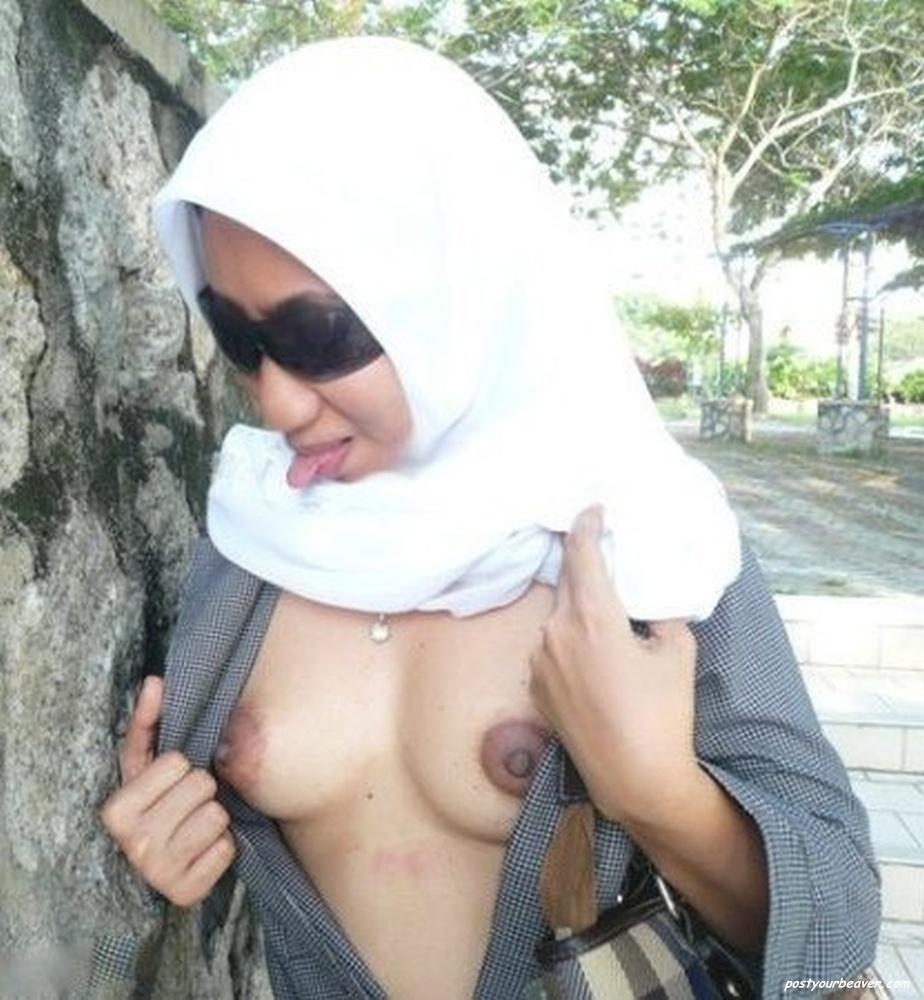 Public hijab in naked muslim nude women