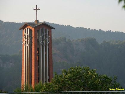 El campanar de l'església nova de Santa Maria des de la Plaça Nova. Autor: Carlos Albacete