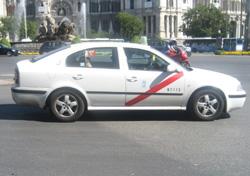 dando vueltas en un taxi por el centro de Madrid