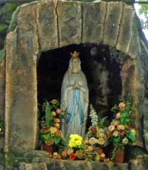 Gua Maria Jatiningrum, Curahjati, Banyuwangi.