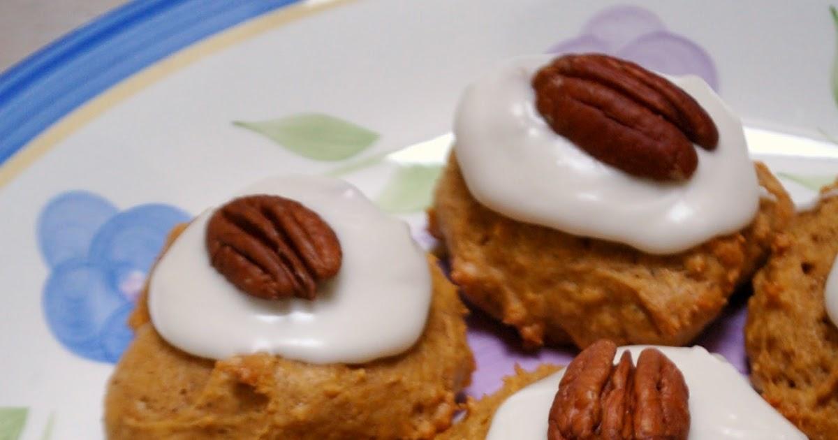 The Spice Garden: Pumpkin-Pecan Cookies with Rummed Up Icing