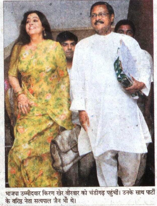 भाजपा उम्मीदवार किरण खेर वीरवार को चंडीगढ़ पहुंची । उनके साथ पार्टी के वरिष्ठ नेता सत्य पाल जैन भी थे