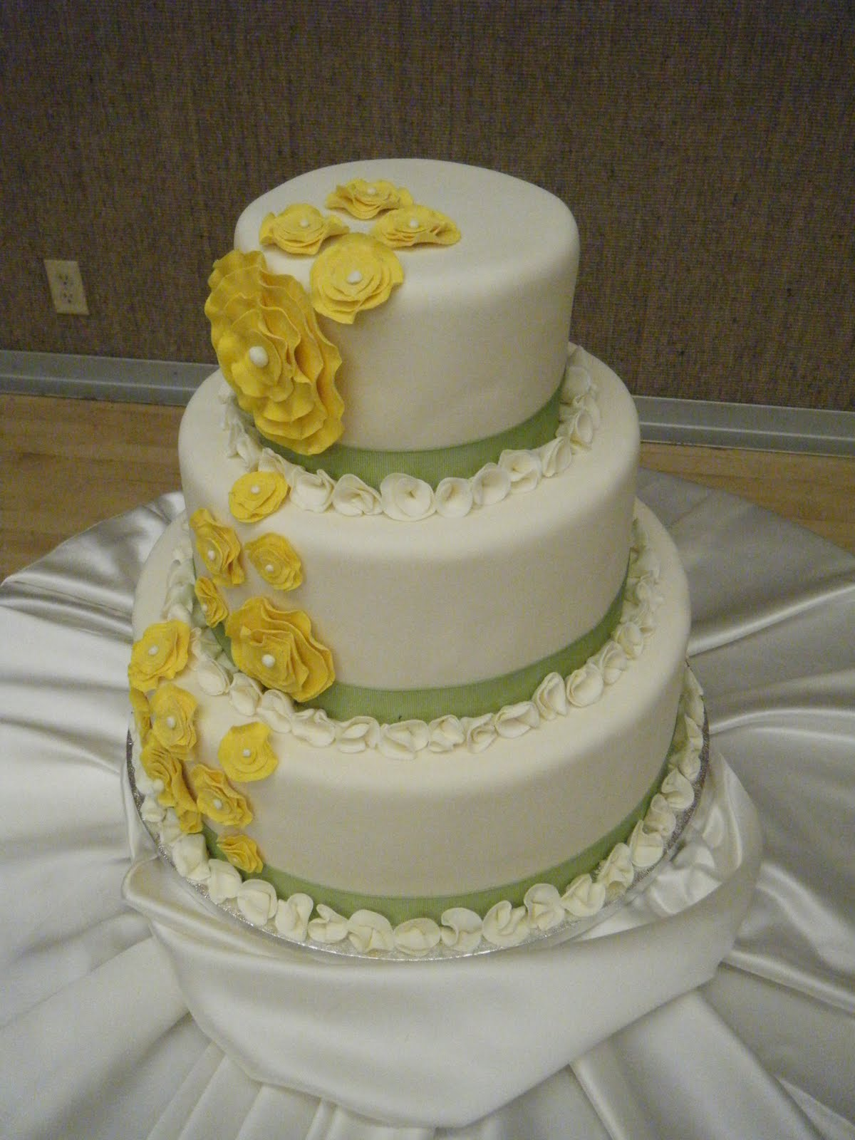 Cassy s Cakes Cool flower wedding cake