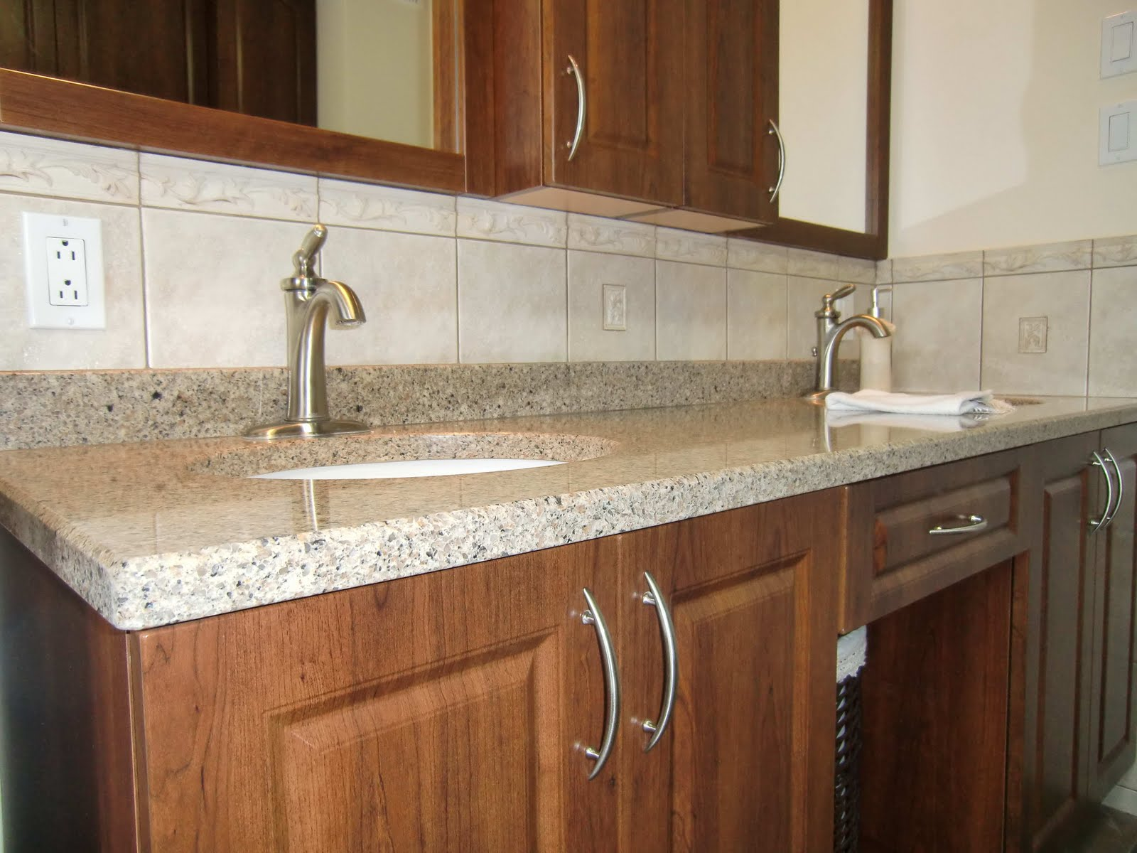 Specialit smm armoire de salle de bain en thermoplastique for Hauteur comptoir salle de bain