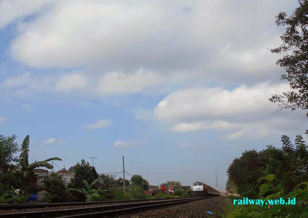 gambar lokomotif CC201130R
