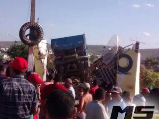 PÃO DE AÇÚCAR: Caminhão desgovernado provoca acidente com uma pessoa morta e outras quatro feridas