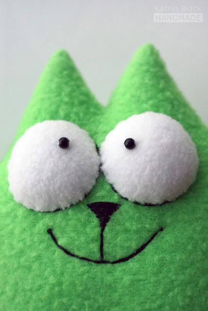 Зелёный кот Саймона - игрушка ручной работы.